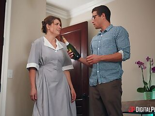 Horny guy bangs cleaning lady Giselle Palmer behing his wife's back